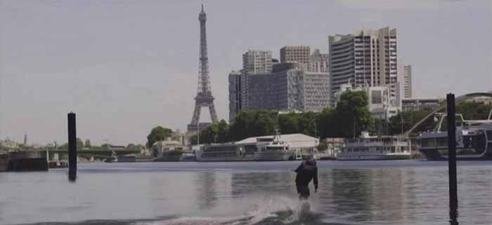 Glisse nautique sur la seine activité EVG à Paris