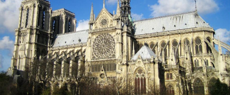 un EVG Paris avec un  pèlerinage Notre Dame