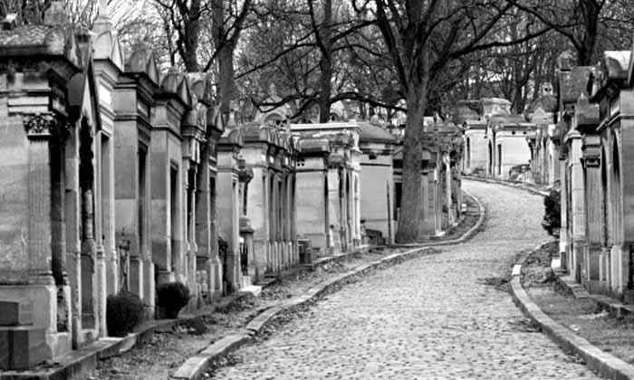 Retrouvailles au père Lachaise pour enterrer la vie de garçon à Paris